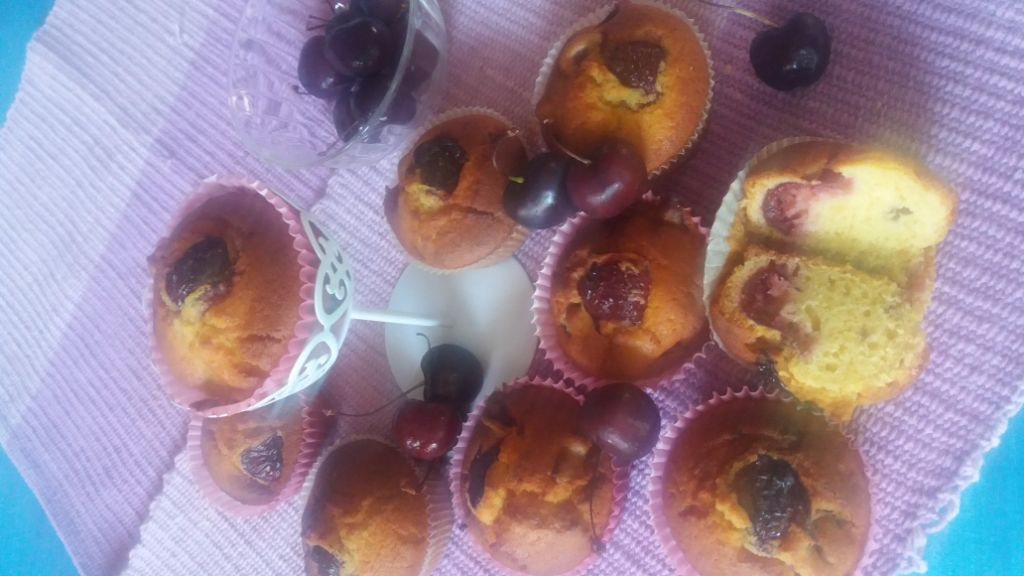 MUFFINS-IPOCALORICI-ALLE-CILIEGIE